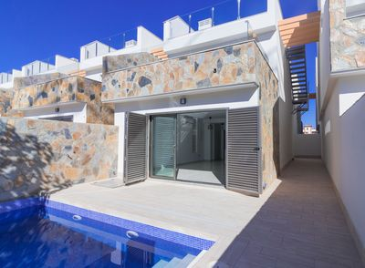 YMS6: Villa for sale in Los Alcazares