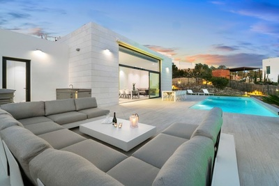 YMS10: Villa in Las Colinas Golf Resort