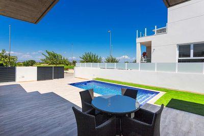 YMS357: Villa for sale in Daya Nueva
