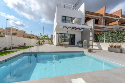 YMS422: Townhouse for sale in Villamartin