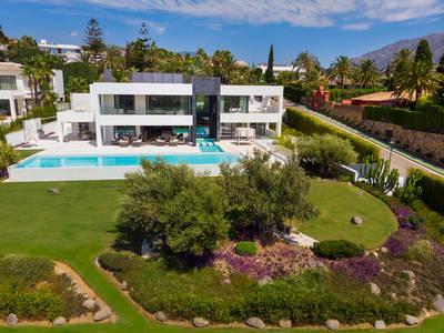 YMS805: Villa in Nueva Andalucía