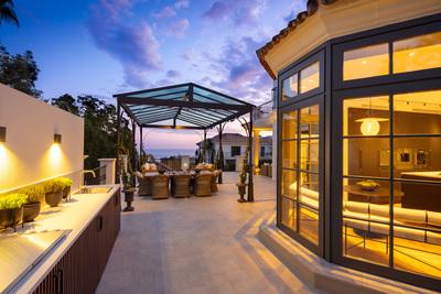 YMS806: Villa for sale in Sierra Blanca