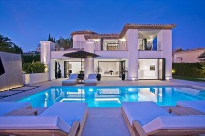 YMS809: Villa for sale in Nueva Andalucía