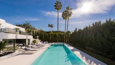 YMS814: Villa for sale in Nueva Andalucía